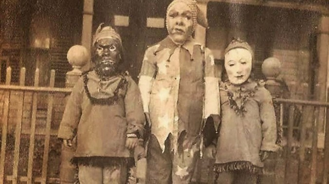 creepy-vintage-halloween-costumes-2